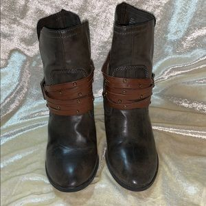 Grey MIA FABRIZIA boots with belted buckle sz 8.5